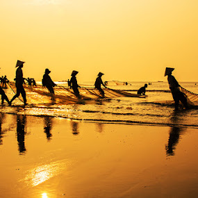 by Do AmateurPic - News & Events World Events ( viet nam, fishing, sunrise, amateurpic, thanh hoa, sam son beach )