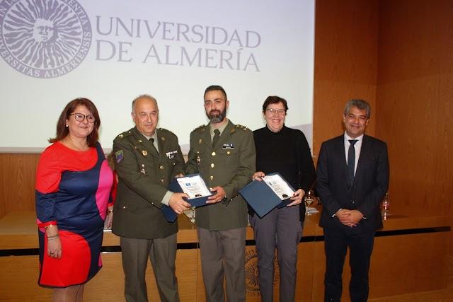 Los homenajeados, la Asociación Alzheimer y el Gabinete de Psicología de La Legión.