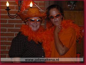 Photo: De leiding: Jolien en Malou Bonte avond