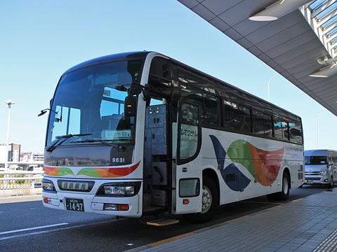 西鉄観光バス 9631 福岡空港国際線ターミナルにて
