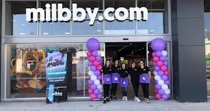 Acto de inauguración de la tienda 'Milbby' en Almería.