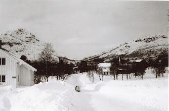 Photo: Fra Åseral?? Husrom til venstre, og transportmiddel (snøscooter!!) til h. Tidl. 60-årene