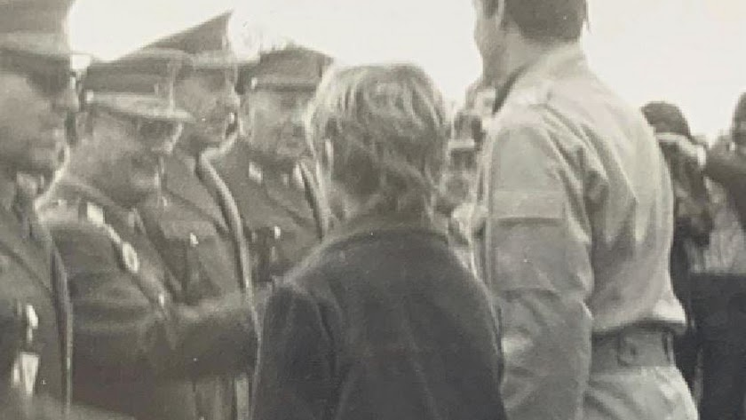 Don Felipe con su padre en Turre, en 1981. Foto Mullor