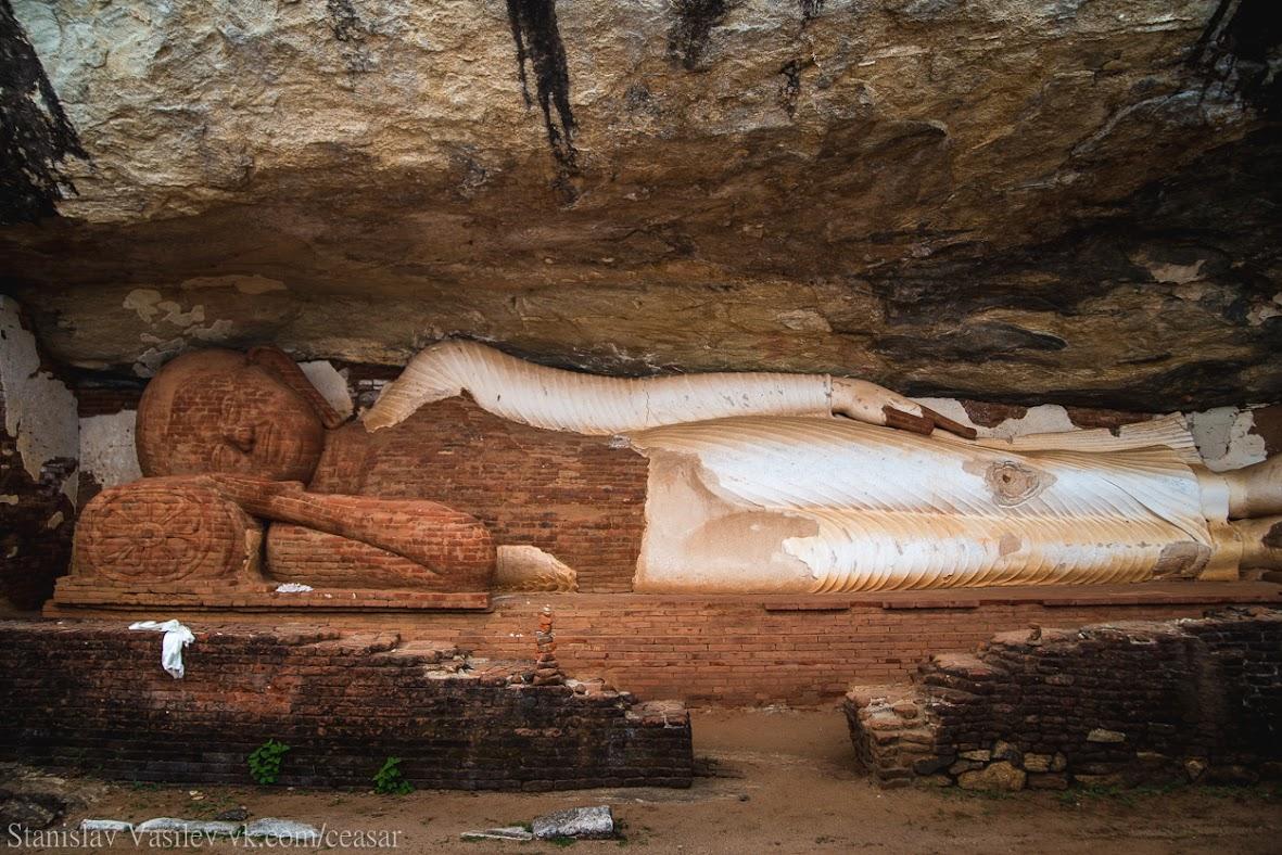 Будда по пути к вершине Пидурангалы
