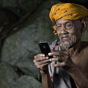 me & iphone by R'zlley TheShoots - People Portraits of Men ( human intersest, senior citizen )