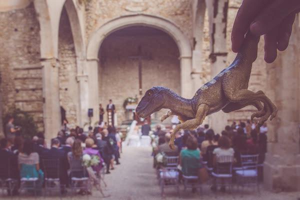 Dinosauro tra gli sposi di AdrianoPerelli