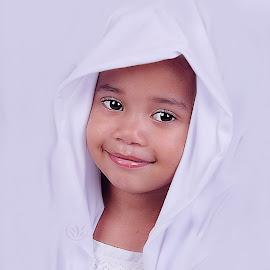 Veil of innocence  by Tiffany Vnk - Babies & Children Child Portraits ( beautiful, white, children, veil, eyes )