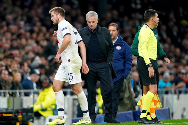 Un joueur de Tottenham monte se battre en tribunes avec un supporter