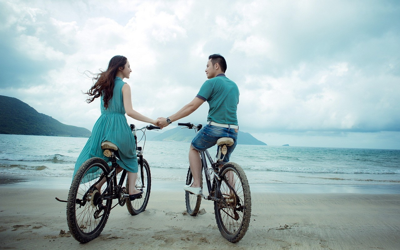 Traveling Couples | Bike Rides on the Beach
