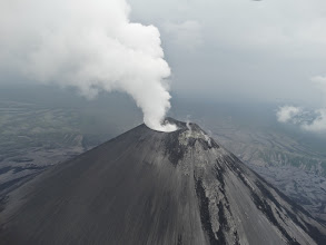 Photo: Карымский вулкан дымит