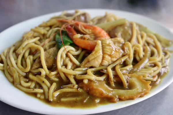 阿華炒麵-基隆廟口排隊人氣小吃 什錦咖哩炒麵