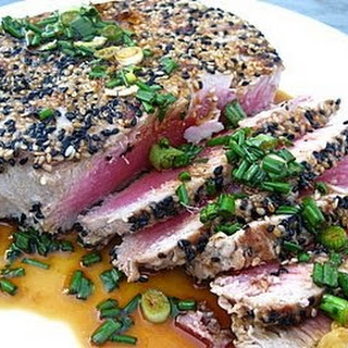 Tuna with Sesame Seeds and Asian-inspired Sauce.