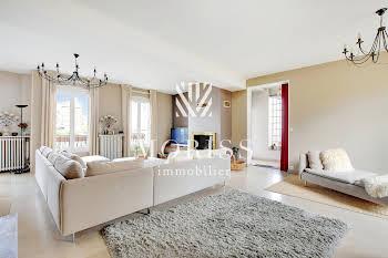 Maison 6 pièces 239 m2