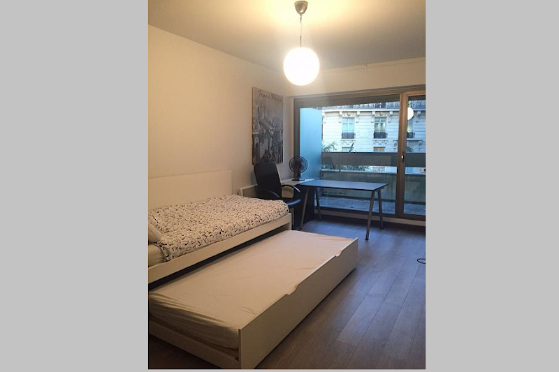 Single bed bedroom at 5 bedroom Triplex Apartment in Ave Foch