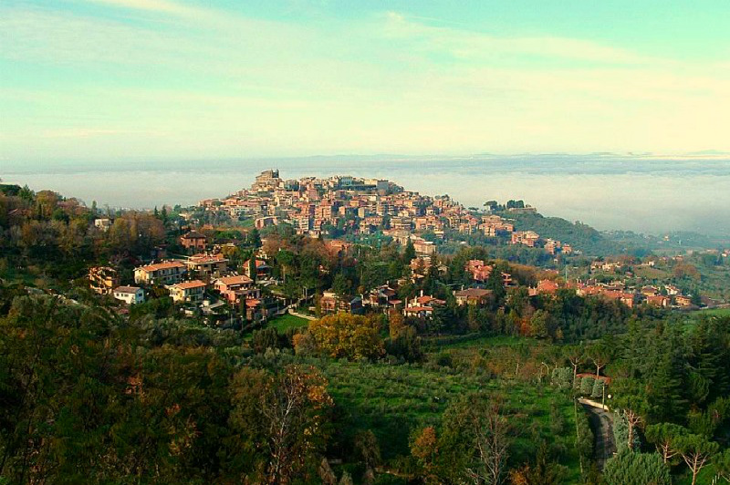 Photo: Italy This commune/municipality is about 20km southeast of Rome. Perched on a hill overlooking the Eternal City, this is the place to go for pizza, fresh pasta, and to enjoy an apperitivo at a local bar. Can you name this place?