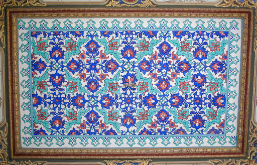 Topkapi-Palace-tapestry.jpg - İznik tiles, dating to the 16th or 17th century, at Topkapi Palace.