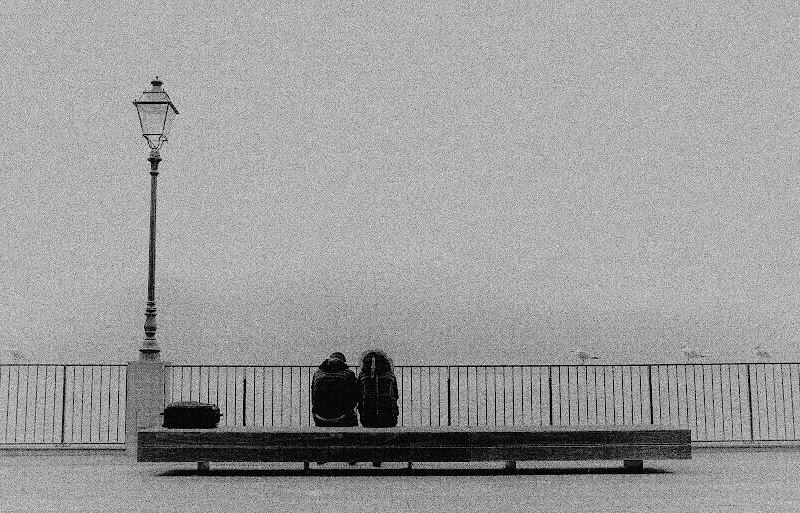 Solo noi.. il mare..i gabbiani e un lampione.. di vaiolet