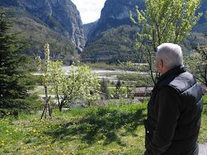 Photo: Mit dem Onkel im Garten: Longarone hat es durch das Staudamm-Unglück 1963 zu trauriger Berühmtheit gebracht.