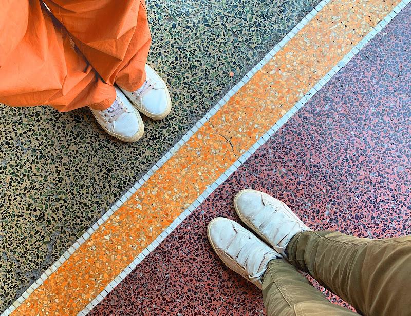 L'equilibrio dei colori aranciati di S_H_A_N