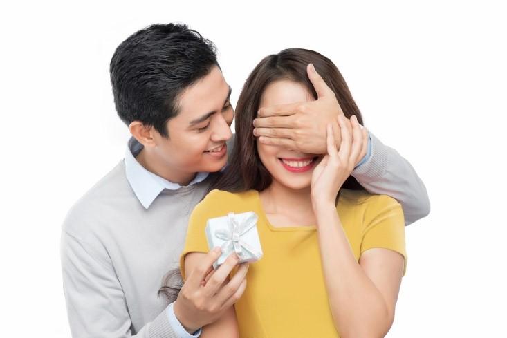 Tạo bất ngờ chính là một trong những cách giữ lửa cho tình yêu vợ chồng