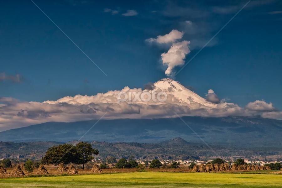 Popocatepetl smoking by Cristobal Garciaferro Rubio - Landscapes Mountains & Hills ( volcano, popo, mexico, puebla, popocatepetl, snowy volcano, smoking volcano )