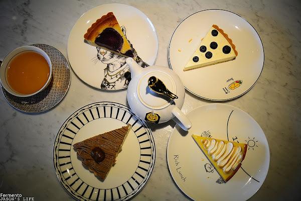 台中巷弄中甜點,不接受預約,賣完為止,屋內質感超好拍照,下午茶好去處。Fermento發酵