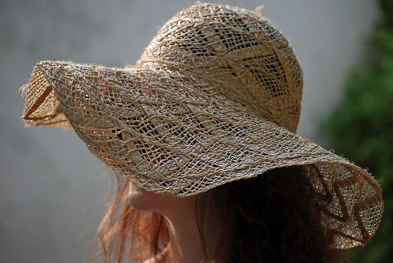 Un ingrombrante cappello di Diana Cimino Cocco