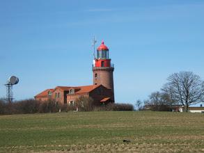 Photo: Der Leuchtturm im benachbarten Bastorf ( siehe auch www.jagdschloss-zu-hohen-niendorf.de und www.binz-zingst-kuehlungsborn.de ).