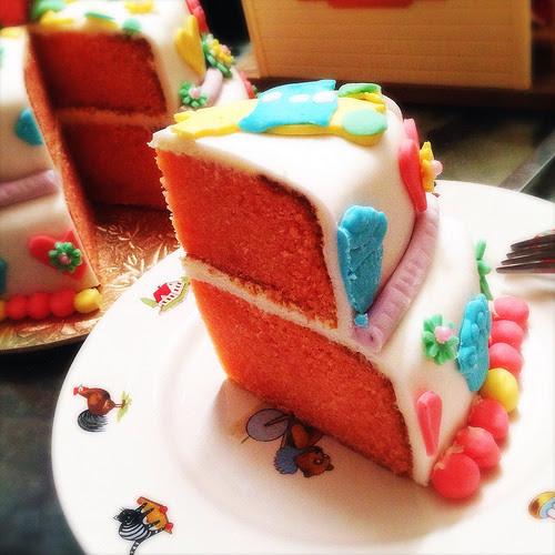 birthday cake, butter cake, buttercream, decorated, double, fanta, Fondant, Little Girl, Pink, recipe, soda pop, tiered, 粉紅色, 翻糖, 蛋糕