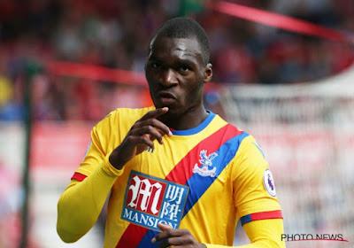 Benteke scoort z'n eerste voor Crystal Palace zoals alleen hij dat kan!