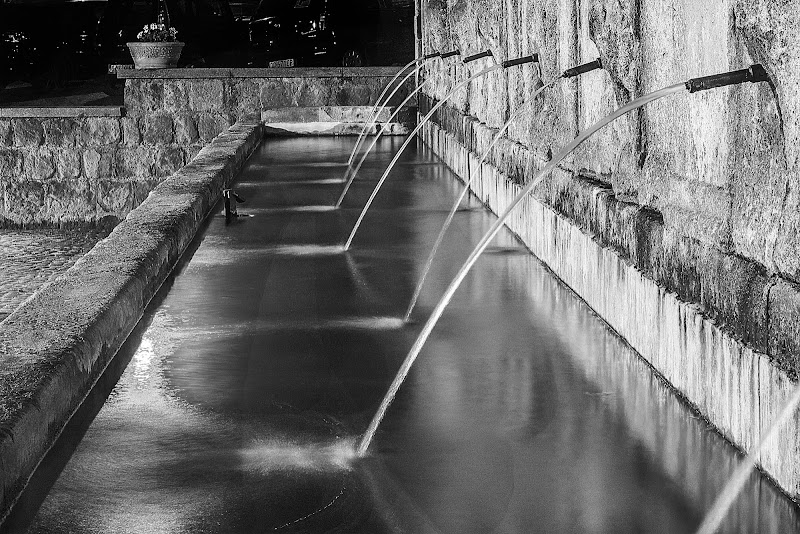 fontana in notturna di Iury olivieri