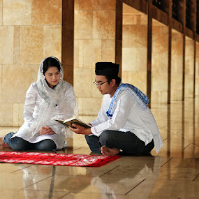 Study the Holy Qur'an by Arindra Arindra - People Family