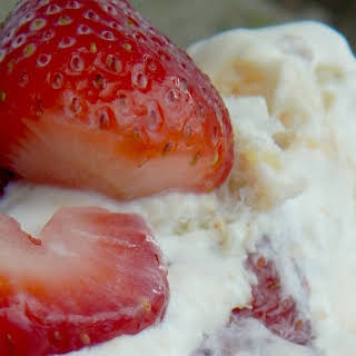 Angel Food Cake With Vanilla Pudding And Strawberries Recipes.
