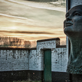 Lady on the wall by Patrick Hendrickx - Buildings & Architecture Statues & Monuments ( damme )