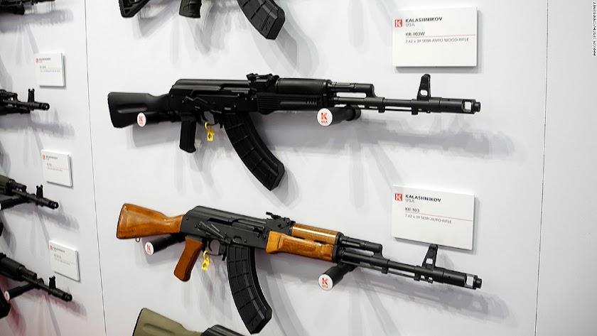 Modelos de AK-47, del tipo de los localizados en casa del condenado.