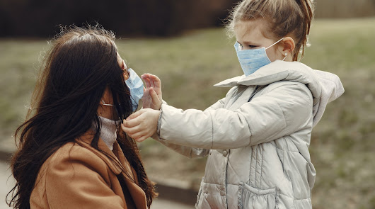 COVID: Psicólogos aconsejan practicar con los niños una comunicación positiva