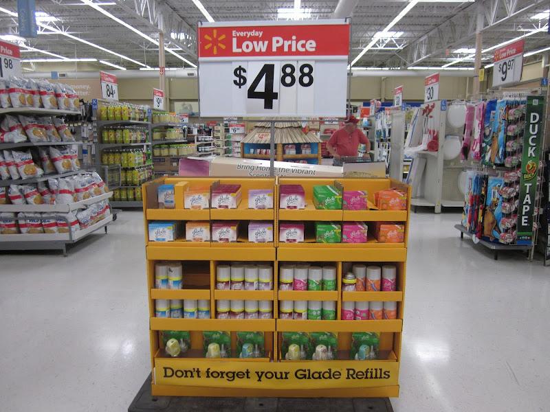 Photo: Los productos Glade está disponibles en el pasillo antes de llegar a la sección principal.