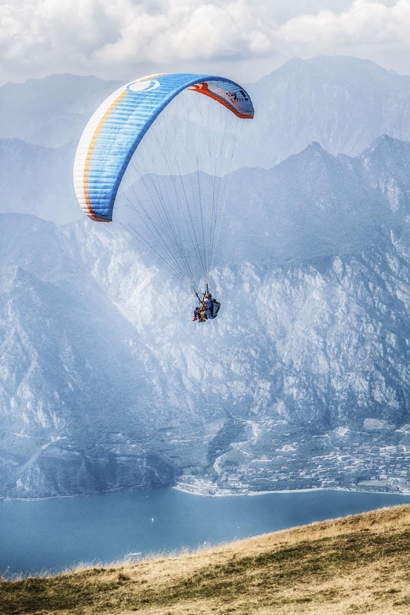 Il volo è l'arte di lasciarsi andare all'infinità del mondo di Alessandro Zaniboni Ph