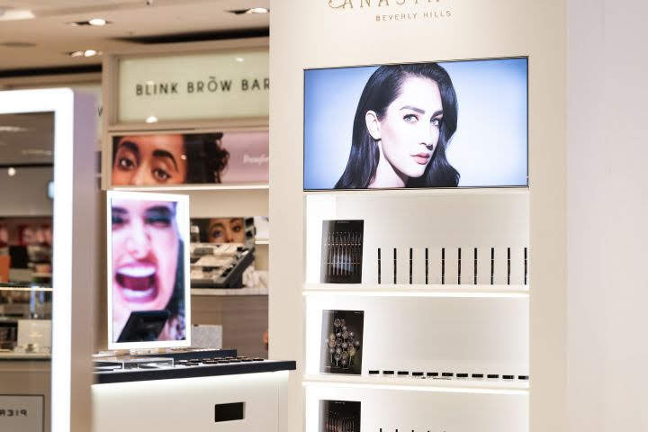 thiết kế shop thời trang Anastasia 5