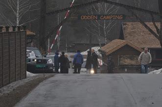 Photo: Lørdag morgen er ikke værgudene med oss. Først regn og deretter snø... Line, Hanne, Turid, Jan Ståle, Kristin, Gerhard og Geir gjør seg klare til en kald dag i skogen.