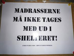 Photo: MADRASSERNE MÅ IKKE TAGES MED UD I SHELTERET!!!!