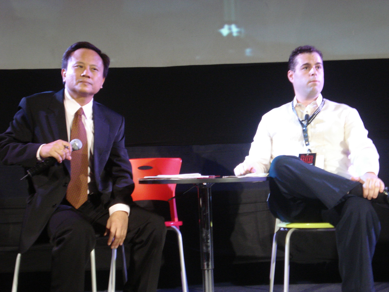 Photo: Moderator/Interviewer Howie Severino with me as we take a question from the audience.