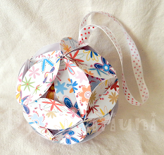 Photo: Glob origami  Dimensiuni 9,5 cm x 9,5 cm realizat de Maia Martin Se poate folosi la decorarea casei de sărbători, la decorarea bradului de Crăciun, ca mărturii nuntă, mărturii botez Preţ: 8 lei