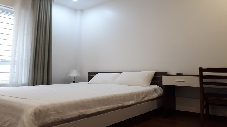 Cheap studio apartment in Tran Quoc Hoan street, Cau Giay district for rent