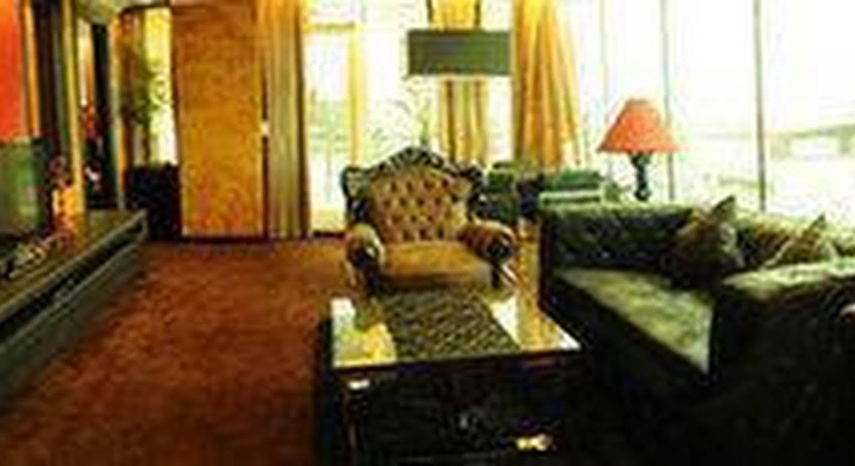 Fields Plaza Suites