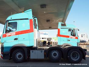 Photo: Jungfernstich: zwei nagelneue ACTROS von GRUBER zum ersten Mal an einer öffentlichen Tanke ----> www.truck-pics.eu