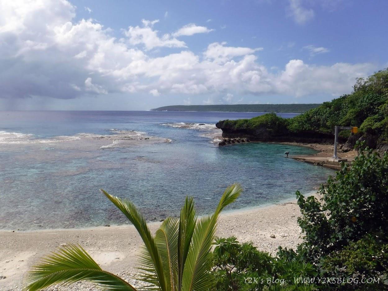 L'unica spiaggia (di sassi e ciottoli) di Niue