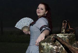 Photo: Vestido vitoriano em tricoline listrado comporto por casaca, saia e sobressaia com babados, aplicação de renda guipure e fitas.  A partir de R$ 600,00.  Underwear: bloomer e chemise, corset 1880, bustle e pettitcoat.  Foto por Daiane Costa