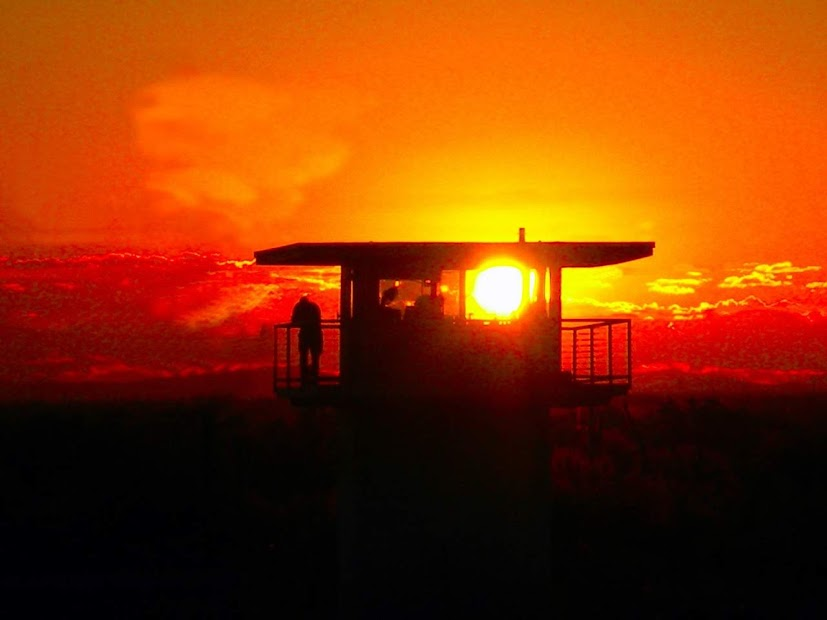 Więzienie i zachód słońca