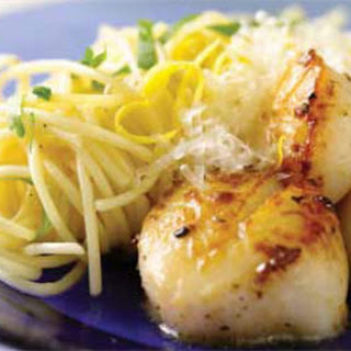 Lemon and Garlic Pasta with Pan-Seared Scallops